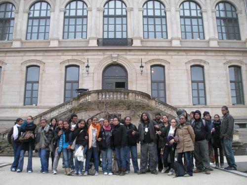 La bande ABS devant le musée des Arts et de l'Industrie de Saint-Etienne