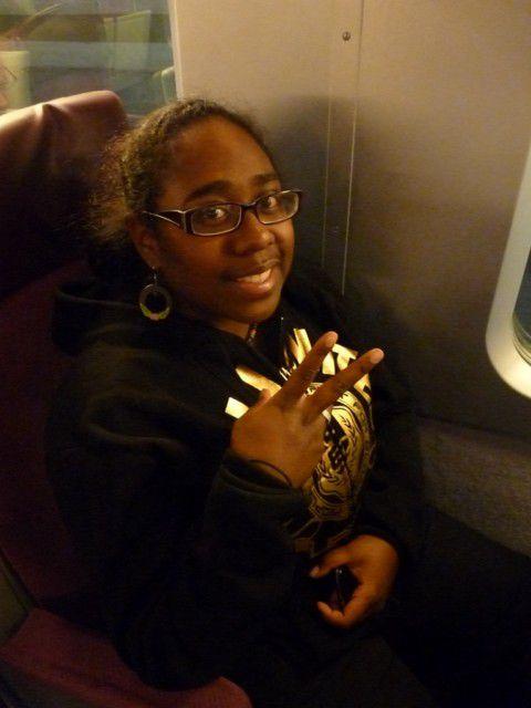 Damaris dans le train vers Tours.