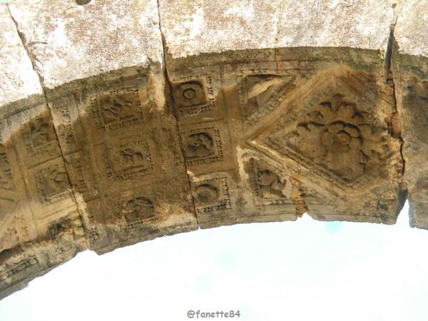 mini arc de triomphe Cavaillon 6.JPG