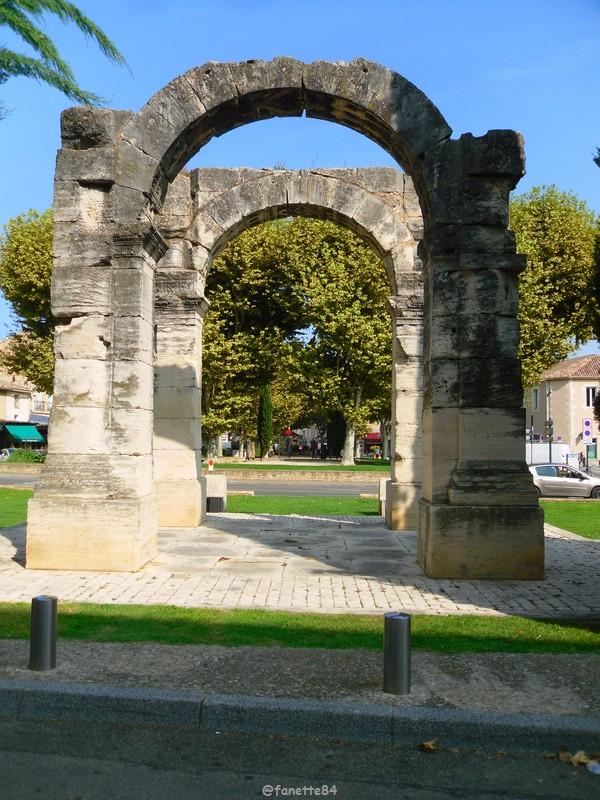 mini arc de triomphe Cavaillon 7.JPG