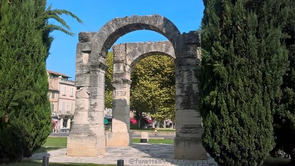 mini arc de triomphe Cavaillon 4.jpg