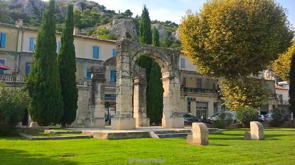 mini arc de triomphe Cavaillon 5.jpg