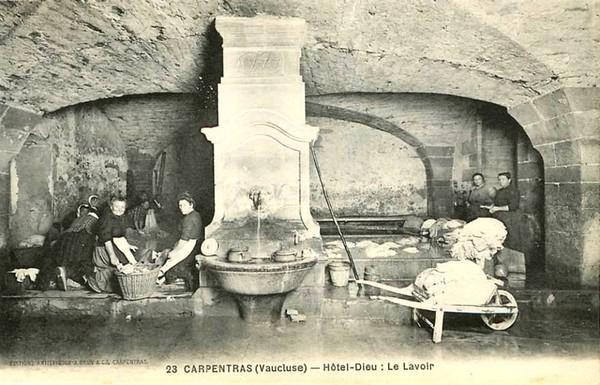 carpentras_hotel-dieu_lavoir.jpg