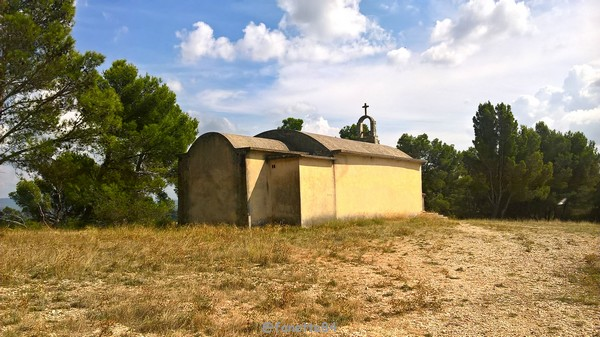 chapelle ste Anne Vedéne 6.jpg