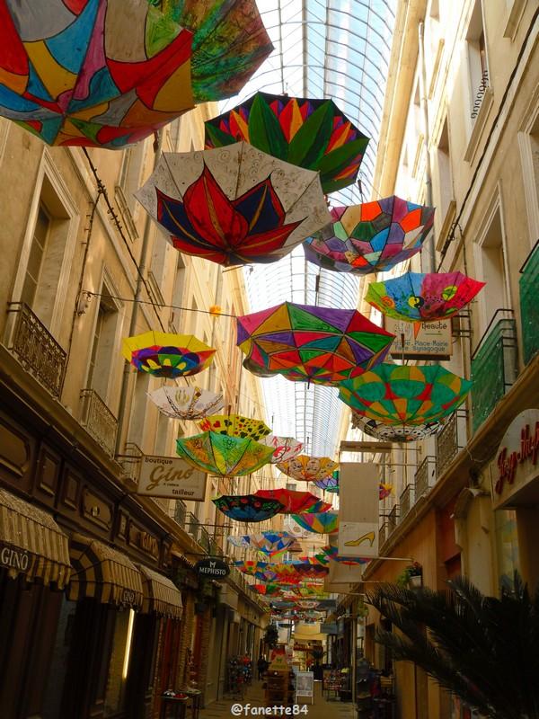 2019-6-6_carpentras_parapluies (10).JPG