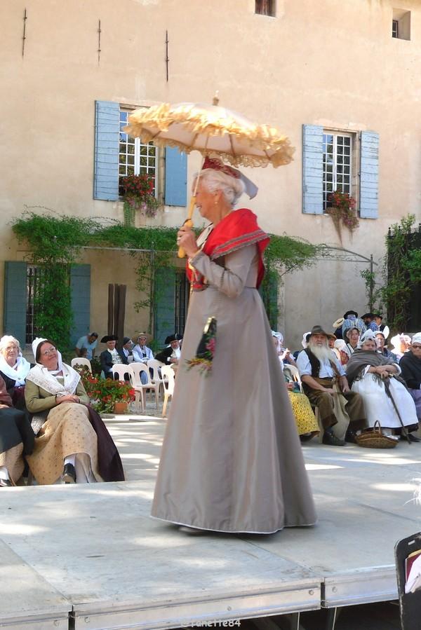 2019-8-9_pernes_6eme_fete_costume_provencal (11).JPG