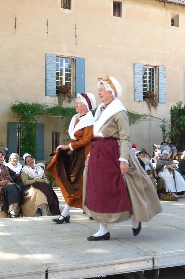 2019-8-9_pernes_6eme_fete_costume_provencal (10).JPG