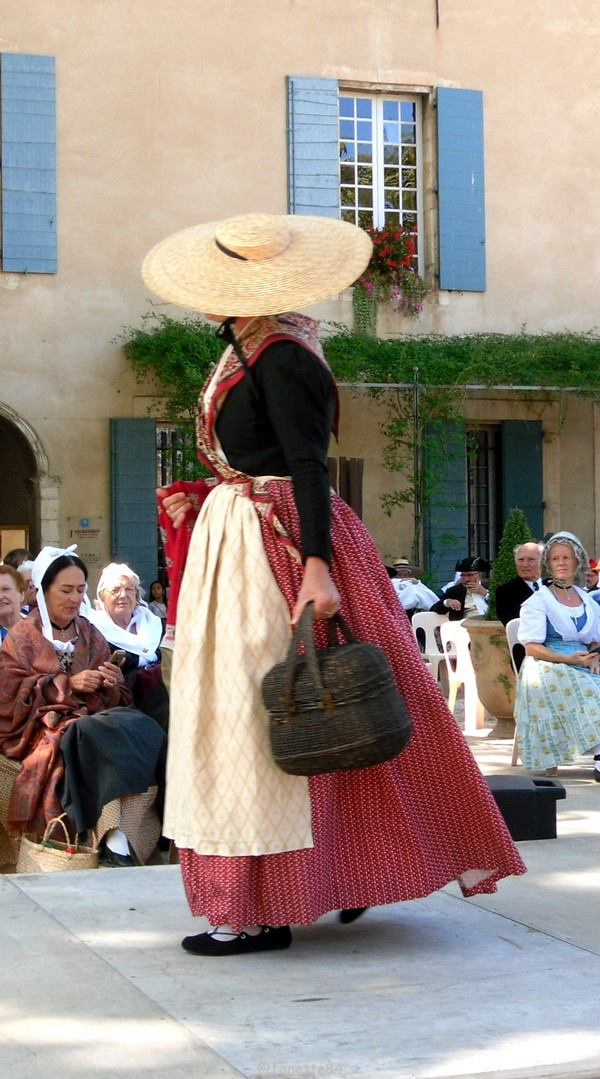 2019-8-9_pernes_6eme_fete_costume_provencal (13).JPG