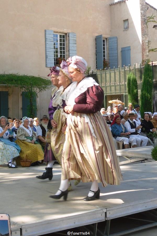 2019-8-9_pernes_6eme_fete_costume_provencal (16).JPG