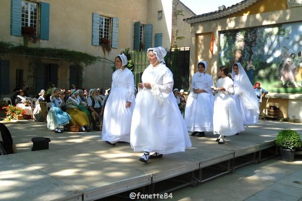 2019-8-9_pernes_6eme_fete_costume_provencal (24).JPG