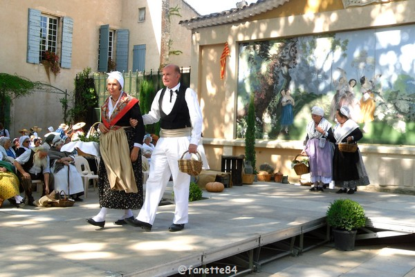 2019-8-9_pernes_6eme_fete_costume_provencal (22).JPG