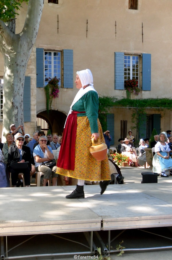 2019-8-9_pernes_6eme_fete_costume_provencal (27).JPG