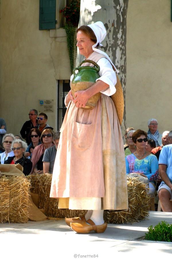 2019-8-9_pernes_6eme_fete_costume_provencal (39).JPG