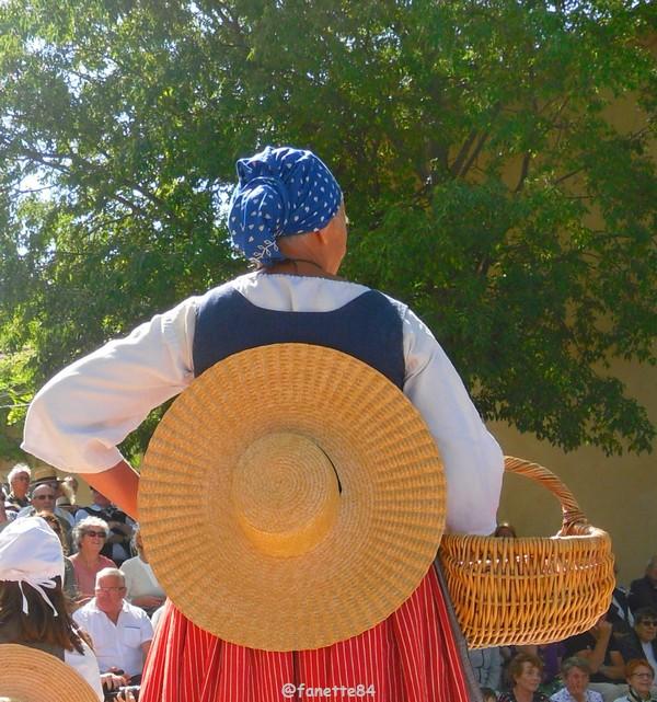 2019-8-9_pernes_6eme_fete_costume_provencal (40).JPG