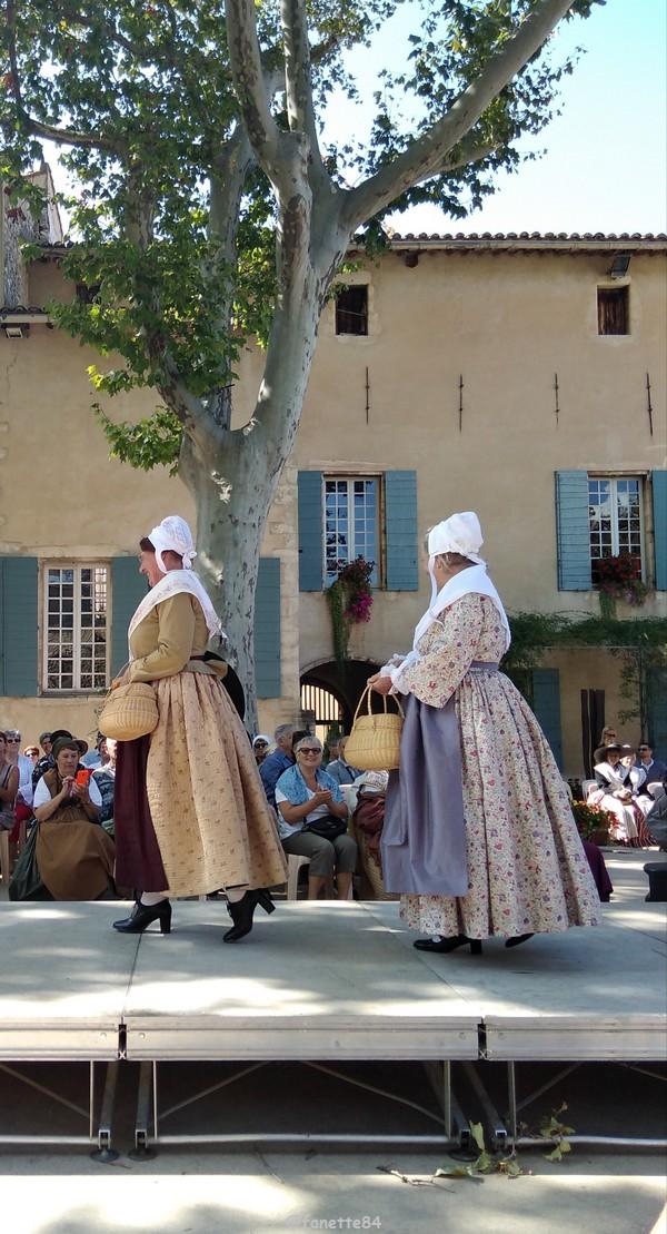 2019-8-9_pernes_6eme_fete_costume_provencal (59).jpg