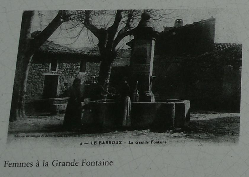 barroux fontaine noir et blanc (33).JPG