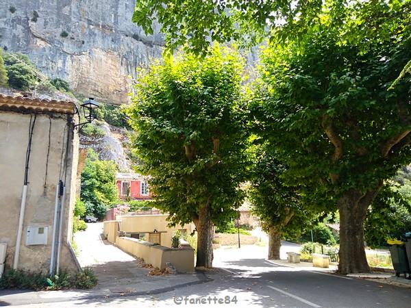 lioux  entrée du village (34).jpg