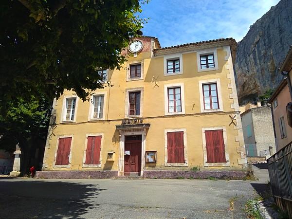 lioux_mairie (3).jpg