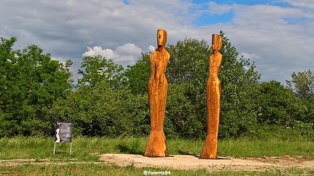 sculpture en bois crestet.jpg
