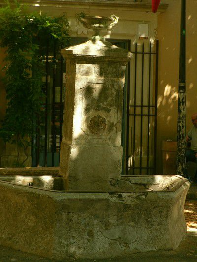 Fontaine avenue de la Rabasse à Richerenches