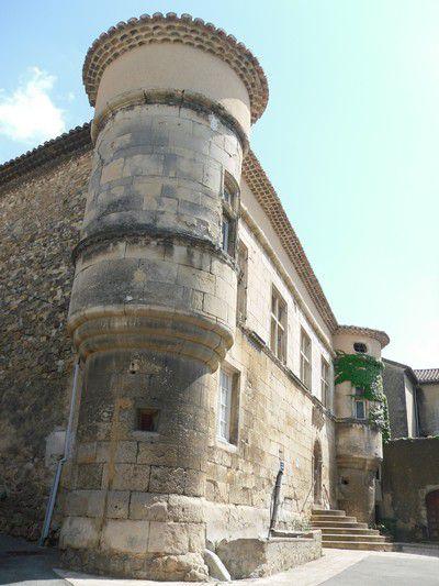 Hôtel de Suze place Perrot à Mondragon