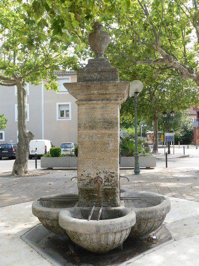 Fontaine à Piolenc