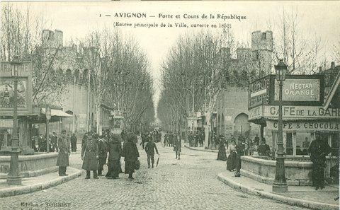 Ouverture en 1852 de la Porte et Cours de la République à Avignon