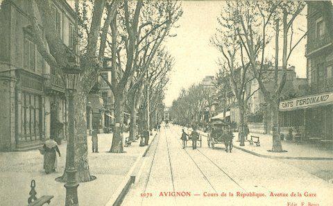 Cours de la République et avenue de la gare à Avignon