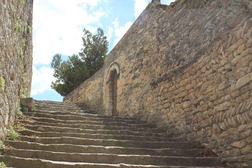 Bonnieux. Escaliers église. Source Luberon.fr