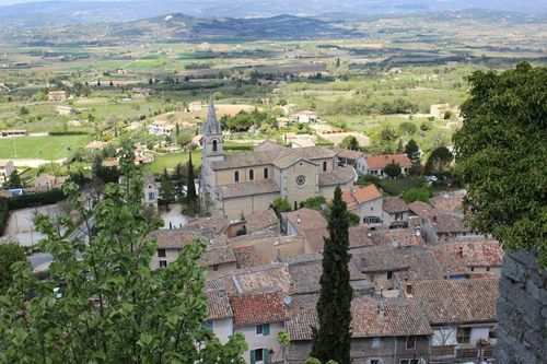 Bonnieux. Vue du village. Source Luberon.fr