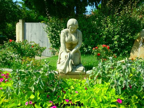 Statue Lavandière à Entraigues sur La Sorgue