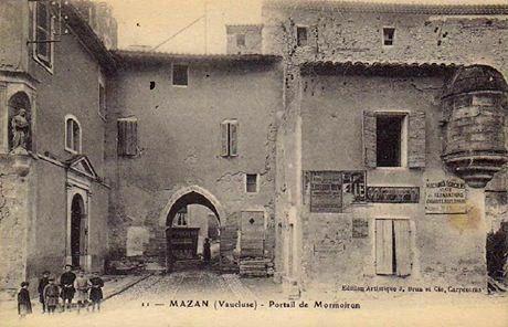 Mazan. Portail de Mormoiron