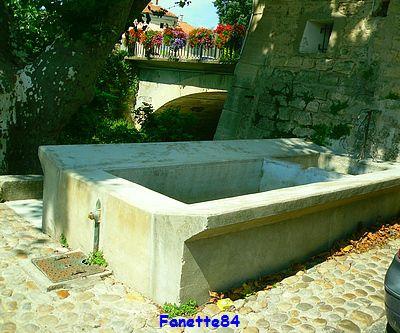 Lavoir à Pernes les Fontaines