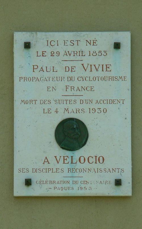Plaque de Paul de Vivié à Pernes les Fontaines