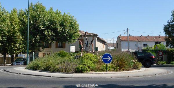 Morières lès Avignon. Rond-point