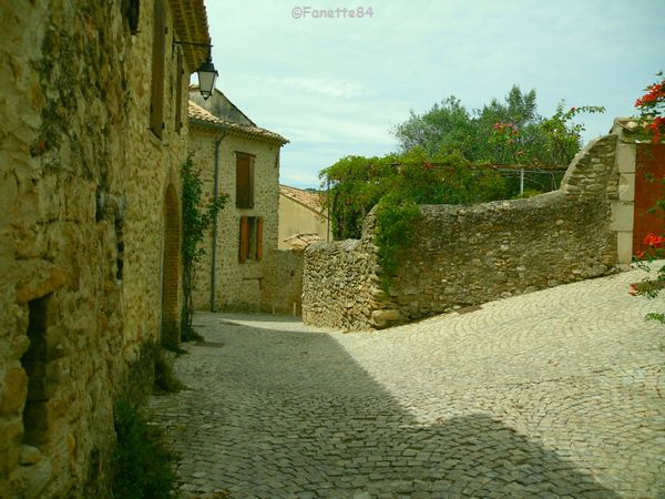 Rue en calade Saint Romain en Viennois