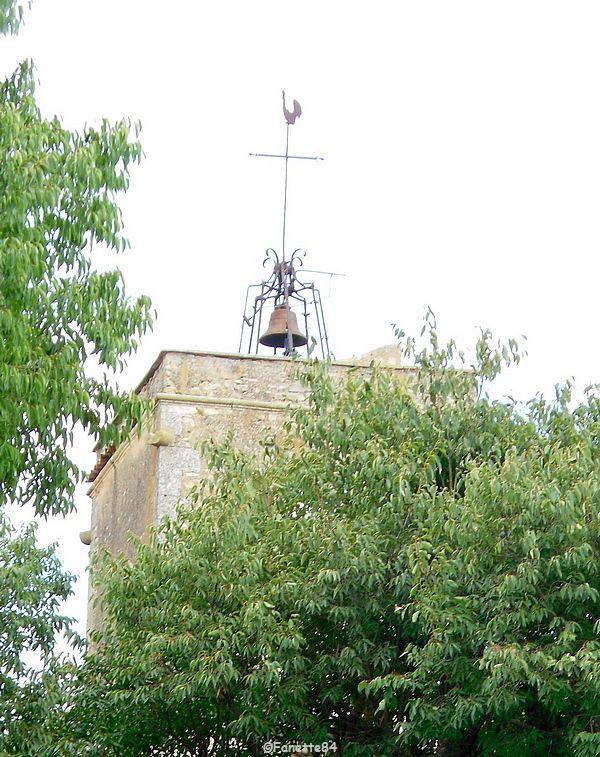 Campanile de l'église, place de la Libération à Goult