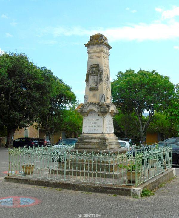 Monument aux morts à Goult