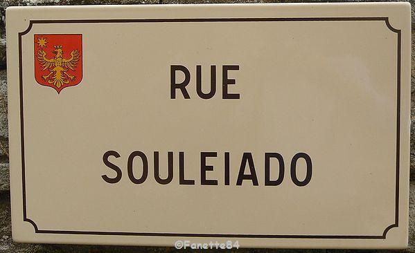 Plaque de rue en provençal à Saumane