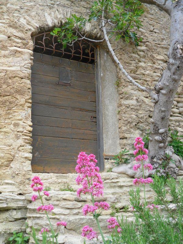 Vieille porte de Saumane