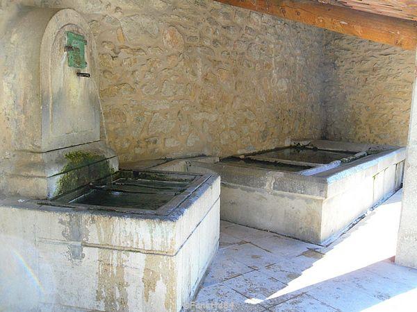 Fontaine et lavoir à Malaucéne