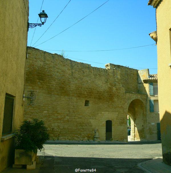 Rue de la Porte d'Aurouze de Courthézon