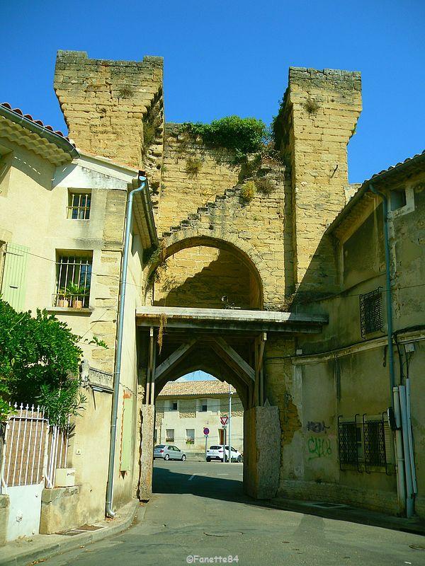 Porte à Courthézon