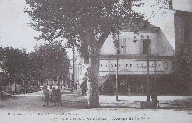 Avenue de la gare à Valréas