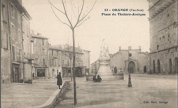 Orange. Place du Théâtre Antique.