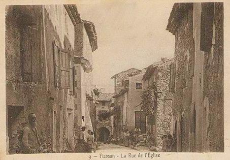 Rue de l'église à Flassan