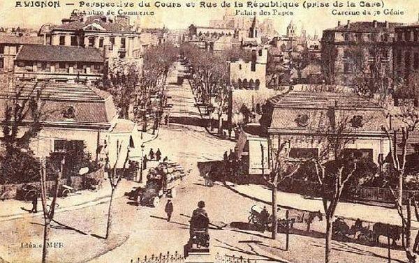 Avignon l'entrée de la rue de la République.