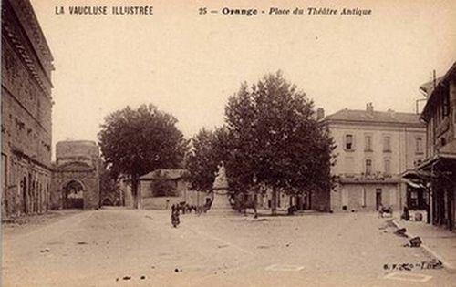Orange. Place du Théatre Antique