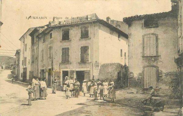 Place de la Fontaine à Lourmarin