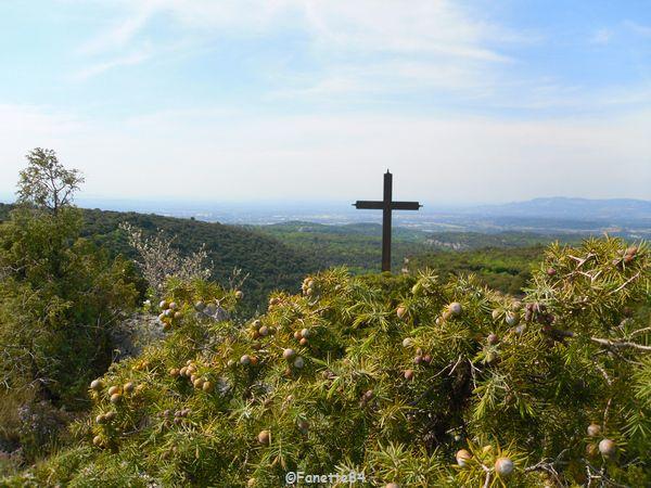Au sommet de la croix.de St Gens